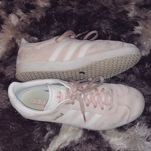Adidas gazelle sneakers in light pink